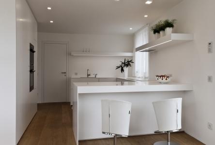 Gira control 19 client gira referenties iwonen in wit for Moderne binnenhuisarchitectuur